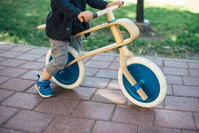 Le 5 migliori biciclette in legno senza pedali per bambini e neonati 15