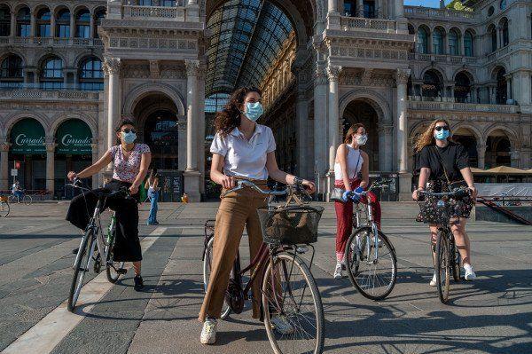 È obbligatorio indossare una mascherina su uno scooter o una bicicletta? 2