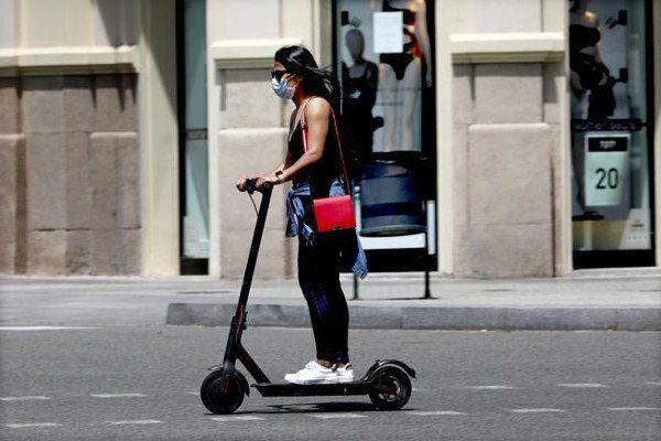 È obbligatorio indossare una mascherina su uno scooter o una bicicletta? 1